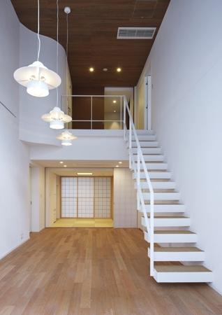 神楽坂南町ハウス (リビング・階段)