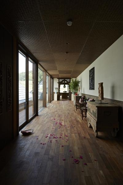 ギャラリーのような廊下 (阿蘇・Villa B)