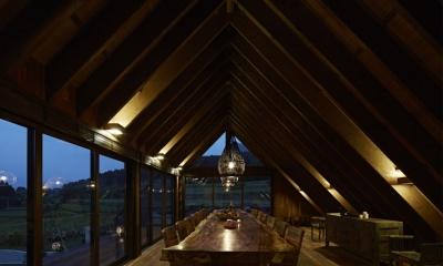 阿蘇・Villa B (5mの1枚板テーブルのあるダイニング3(夜景))