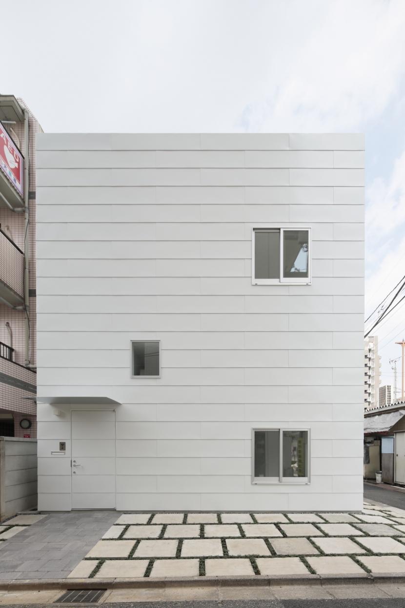 曙橋の家 / 都心の小さな家の写真 外観 / 東面