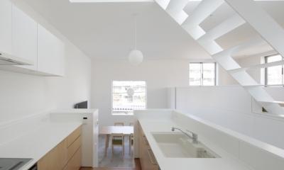 曙橋の家 / 都心の小さな家 (キッチン / 開放的な明るいキッチン1)