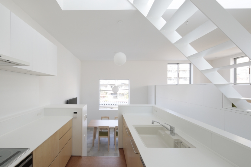曙橋の家 / 都心の小さな家の写真 キッチン / 開放的な明るいキッチン1