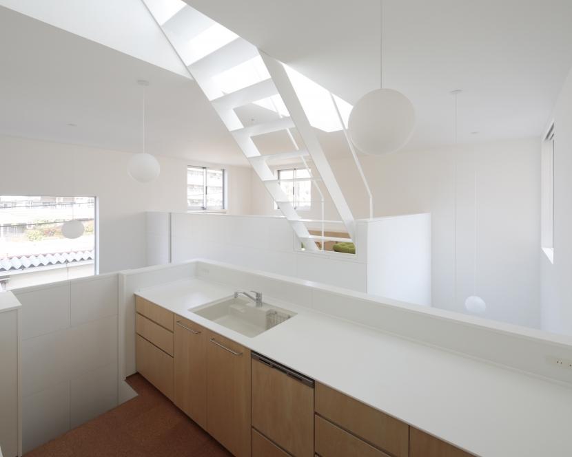 曙橋の家 / 都心の小さな家の写真 キッチン / 開放的な明るいキッチン2