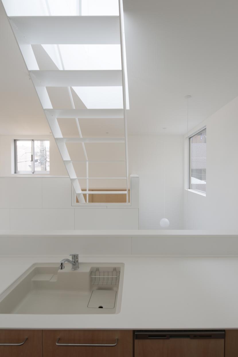 曙橋の家 / 都心の小さな家の写真 キッチン / 開放的な明るいキッチン3