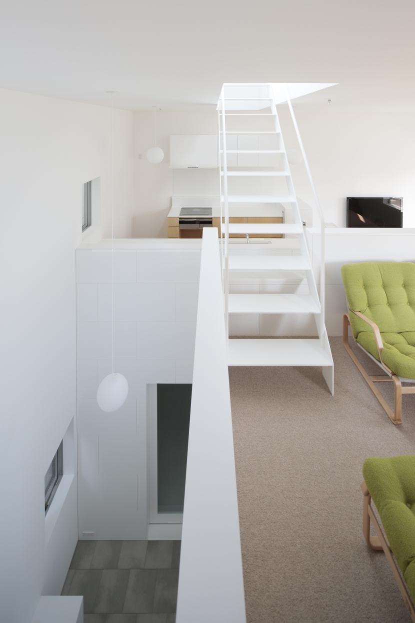 曙橋の家 / 都心の小さな家の写真 階段 / 玄関に光を導く階段