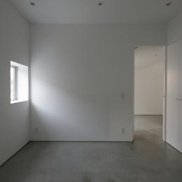 曙橋の家 / 都心の小さな家 (主寝室 / 静かな主寝室)