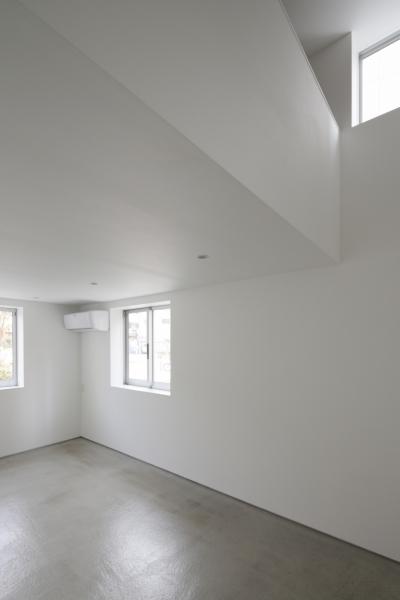 納戸 / 広い収納部屋 (曙橋の家 / 都心の小さな家)