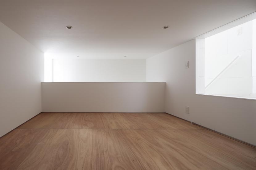 曙橋の家 / 都心の小さな家の写真 床下収納 / 便利な収納部屋