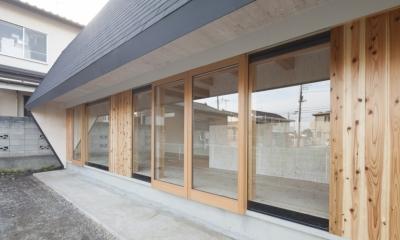 武蔵増戸の家 / 郊外の庭家 (外観 / 軒下1)