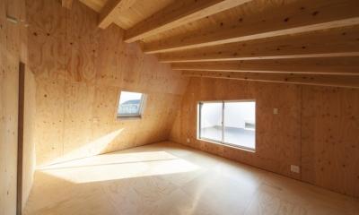 武蔵増戸の家 / 郊外の庭家 (子ども部屋 / 木の温もり)
