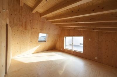 子ども部屋 / 木の温もり (武蔵増戸の家 / 郊外の庭家)