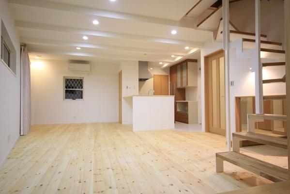 ロフトでつながる家の写真 リビング・ダイニング・キッチン 2