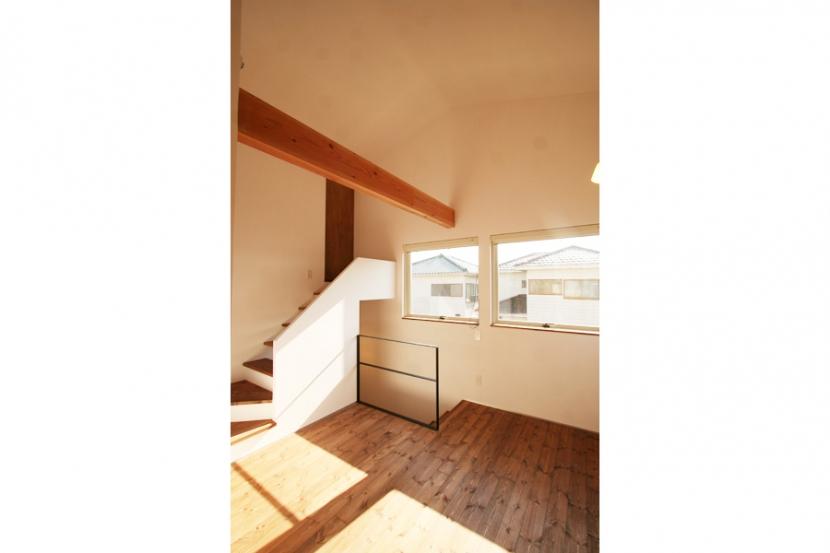 シンプルかわいい 古谷上の家 (階段上ロビー)
