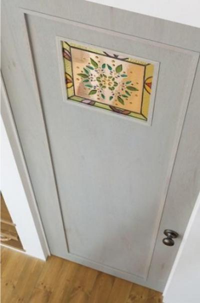 デザイン性のある扉 (ほっこりスタイリッシュ 中川の家)