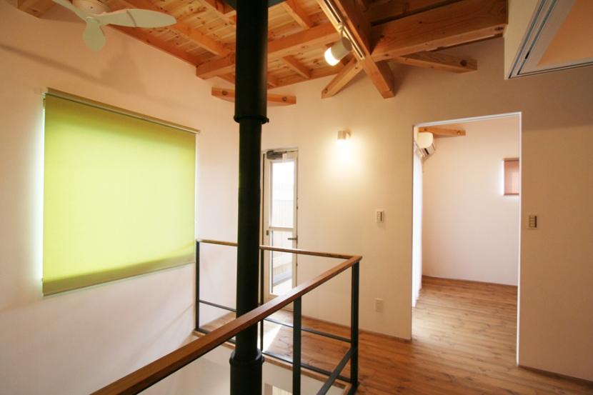 岸町の家 -oneself style- (階段上ロビー)