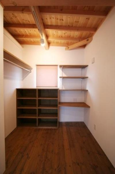 部屋(オープン棚・造り付け収納棚) (岸町の家 -oneself style-)