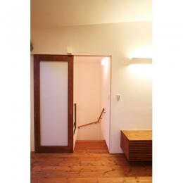 つなぐ家 (階段入口)