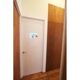つなぐ家 (デザイン性のあるドア)