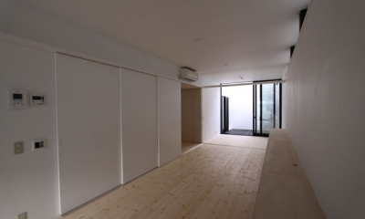 ネコと犬と暮らす家・二世帯住宅OUCHI-14 (引き戸で閉められるキッチン)