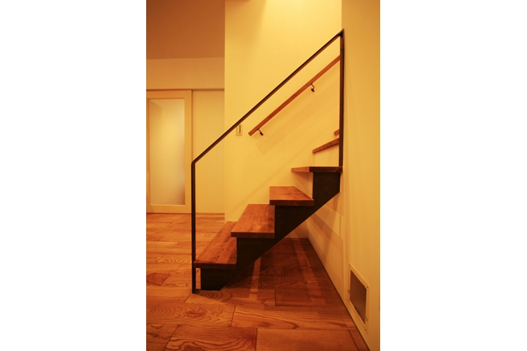 可能性の家 芝の家の部屋 階段