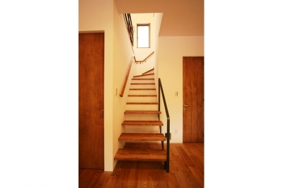 階段 (可能性の家 芝の家)