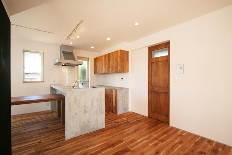 ぬくもりのある家 大間木の家 (キッチン)