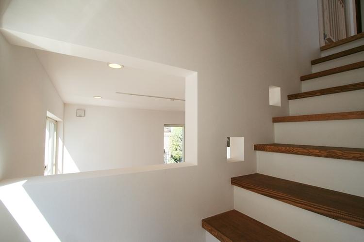 ぬくもりのある家 大間木の家の写真 階段(下部)