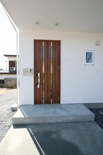 ぬくもりのある家 大間木の家の写真 玄関(外)