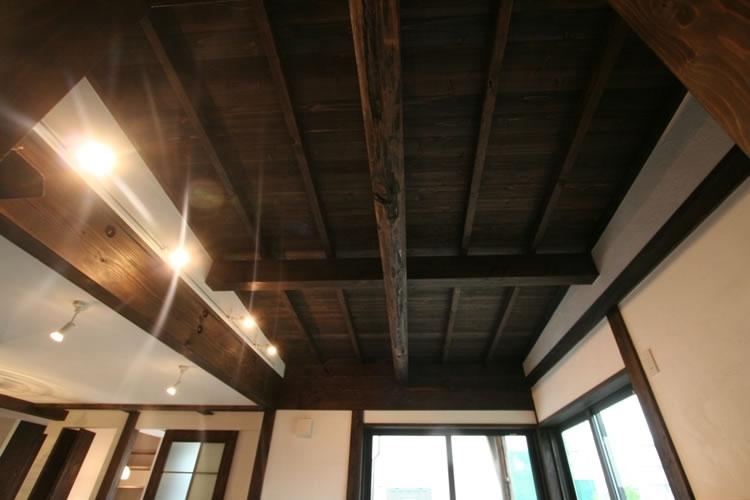創る・育てる・楽しむ住まい 東大宮の家の部屋 天井