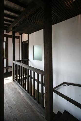 創る・育てる・楽しむ住まい 東大宮の家の写真 階段(上部)廊下