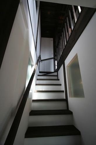 創る・育てる・楽しむ住まい 東大宮の家 (階段(下部))