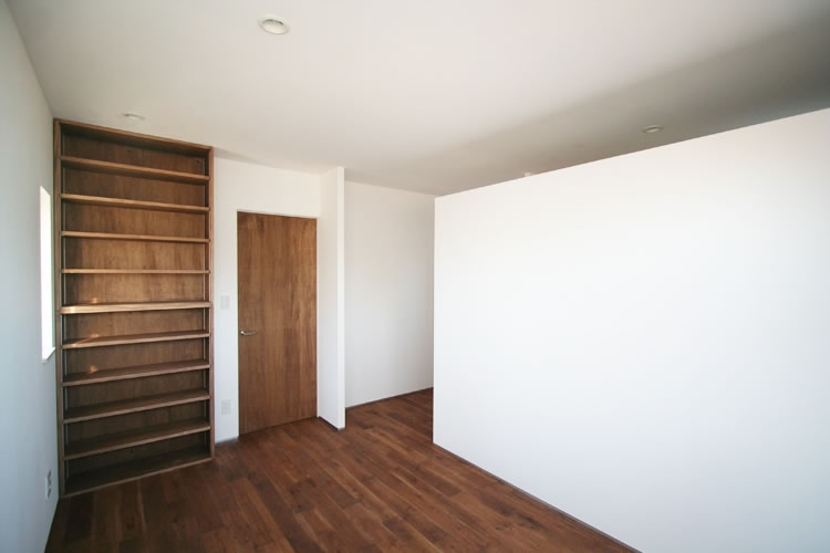 シンプルに暮らす 三室の家の部屋 ベッドルーム