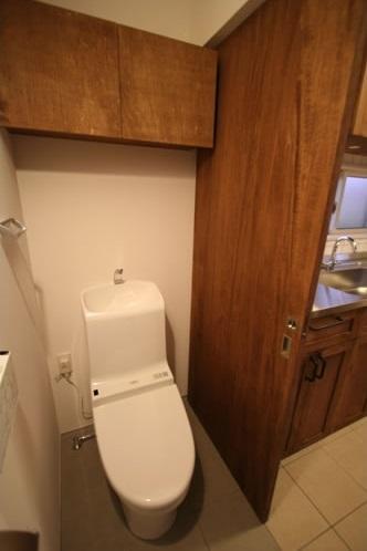 シンプルに暮らす 三室の家の部屋 トイレ
