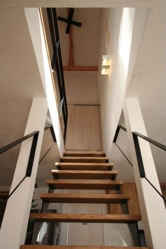 公園で日向ぼっこ&笑顔になれる家の部屋 階段(下部)