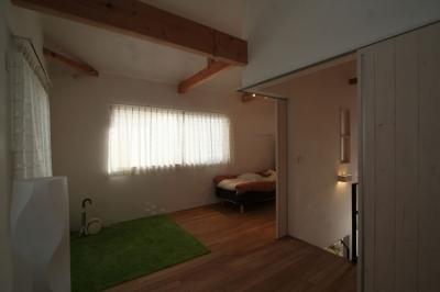 子供部屋 (公園で日向ぼっこ&笑顔になれる家)
