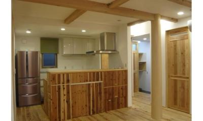 景色をとり込むウッドデッキのある家 (キッチン)