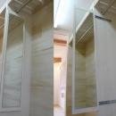 景色をとり込むウッドデッキのある家の写真 全身鏡