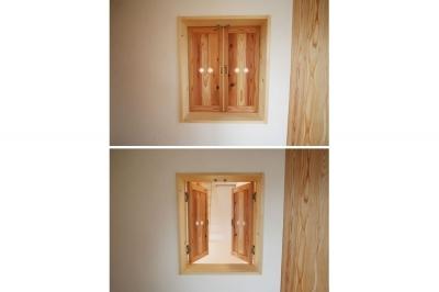 室内小窓 (景色をとり込むウッドデッキのある家)