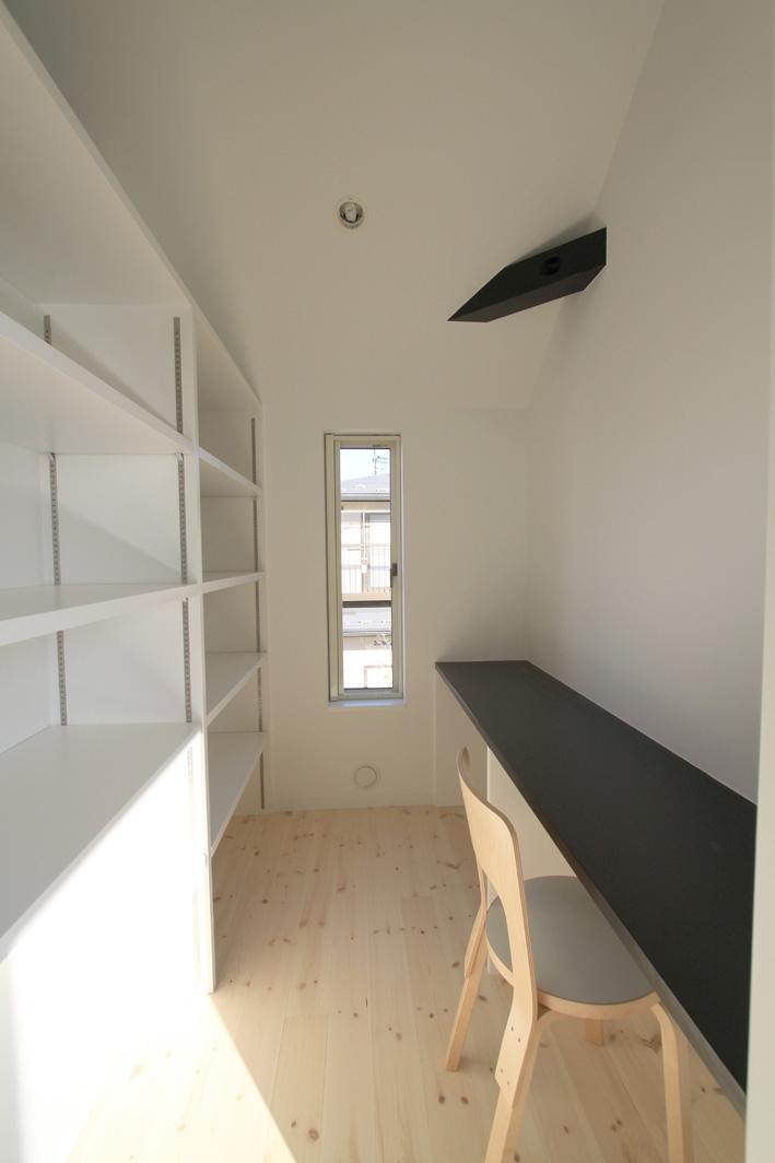 収納事例:家事室・作り付け収納棚(オウチ18・仙台 SOHOの家)