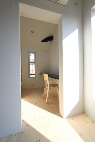 奥様の書斎としての家事室 (仙台 SOHOの家 OUCHI-18)
