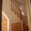 虹のある家の写真 階段