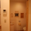 虹のある家の写真 トイレ