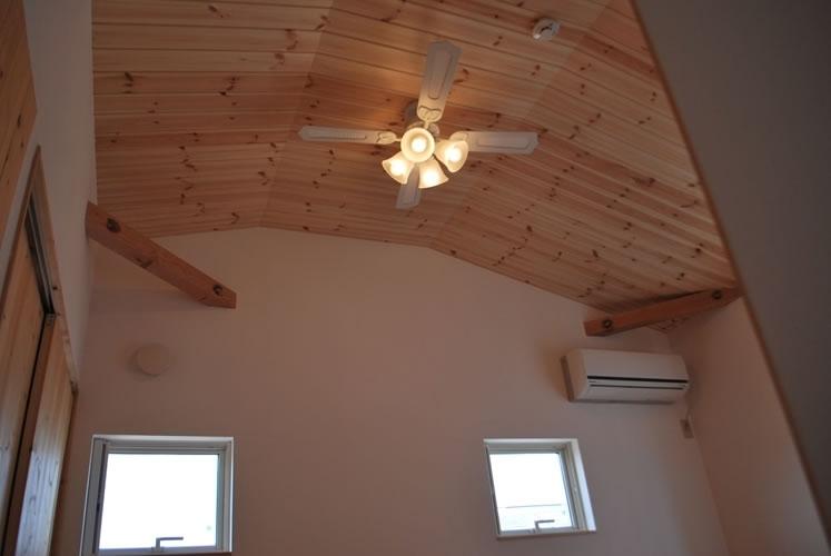 虹のある家の部屋 天井
