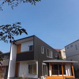 台形の変形敷地に建つ30坪の家 (外観1)