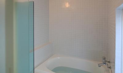 仙台 SOHOの家 OUCHI-18 (50角タイル貼りのバスルーム)