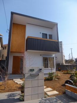 台形の変形敷地に建つ30坪の家 (外観2)