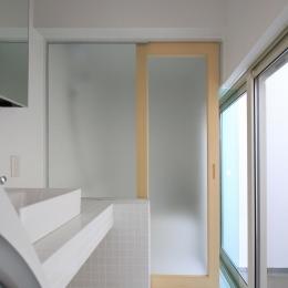 オウチ18・仙台 SOHOの家の写真 光庭のある洗面所