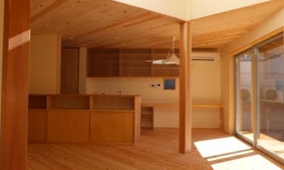 家族の間1|変形敷地に建つ陽がサンサン降りそそぐ家 埼玉県飯能市・O邸