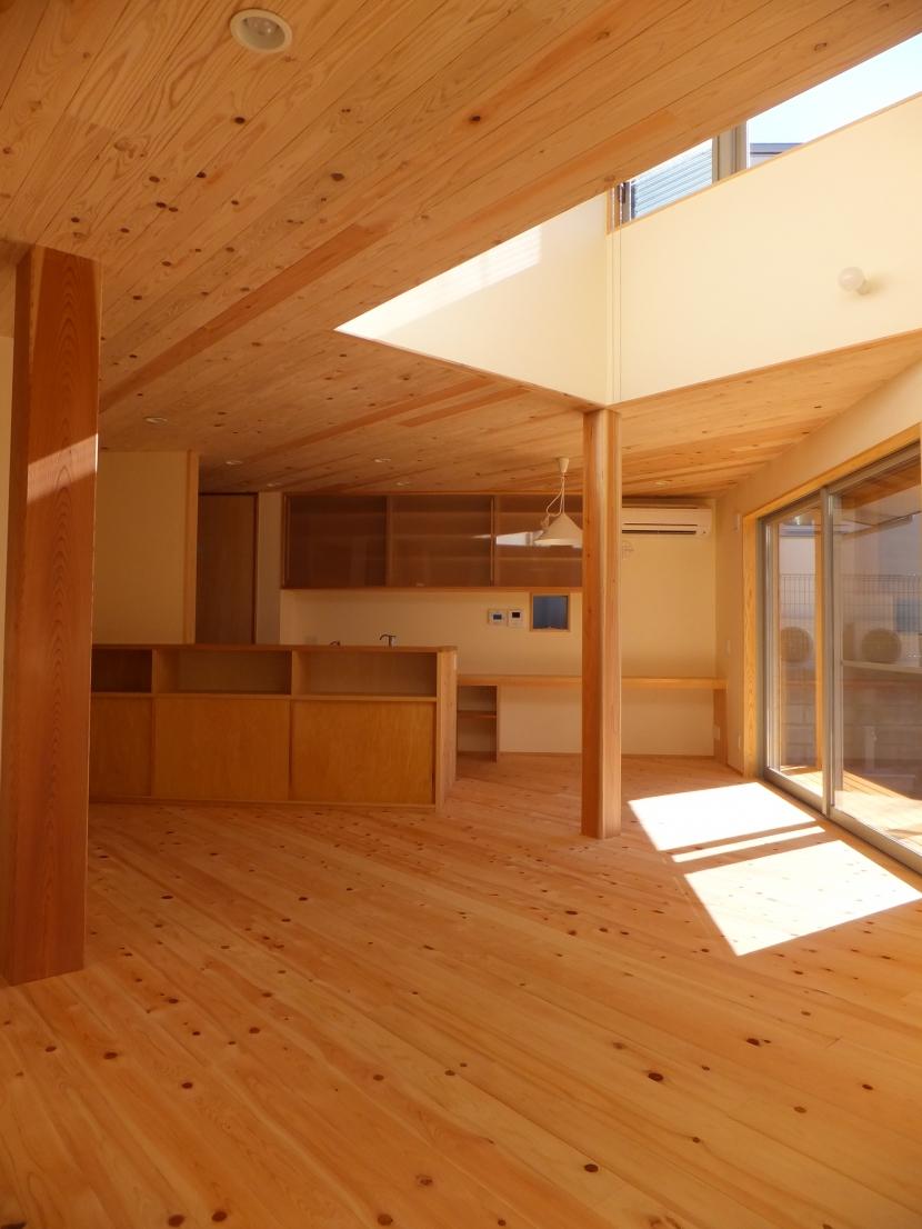 台形の変形敷地に建つ30坪の家の写真 家族の間1