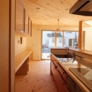 変形敷地に建つ陽がサンサン降りそそぐ家 埼玉県飯能市・O邸の写真 キッチン